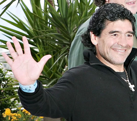Diego Armando Maradona has the low '2D:4D digit ratio' in his right hand.