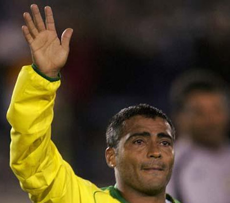 Rom�rio de Souza Faria has the low '2D:4D digit ratio' in his right hand.