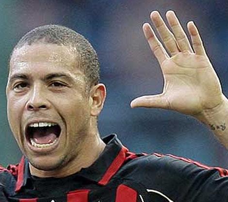 Ronaldo Luis Naz�rio de Lima has the low '2D:4D digit ratio' in his left hand.