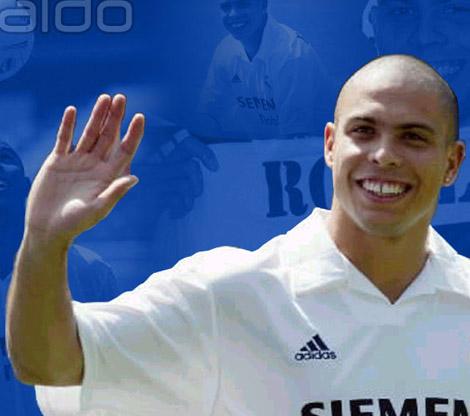 Ronaldo Luis Naz�rio de Lima has the low '2D:4D digit ratio' in his right hand.