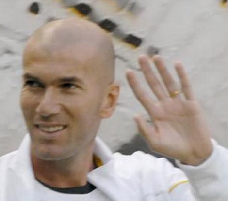 Zinedine Zidane has the low '2D:4D digit ratio' in his left hand.