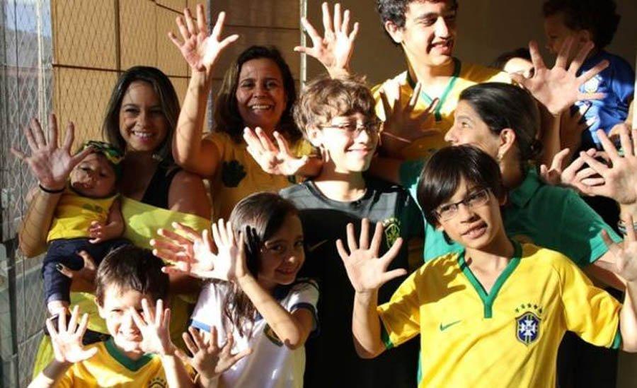 14 members of the Da Silva family have 12 fingers!