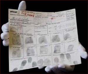 Elvis Presley's gun application - The King's fingerprints!