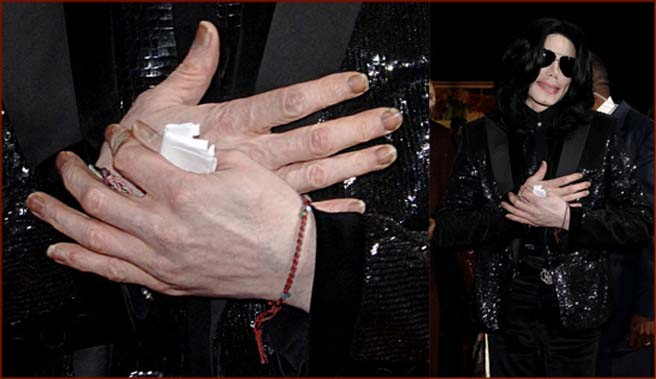 A snapshot of Michael Jackson's finger nails from november 2006!