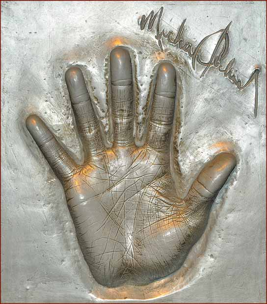 Michael Jackson's hand cast at Madame Tussauds!