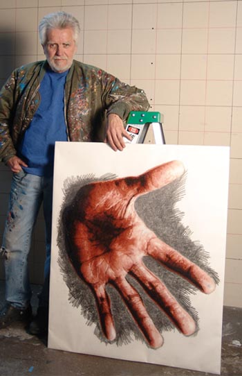 Artist Kent Twitchell made a mural of Michael Jackson's left hand.