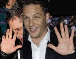 Tom Hardy has an incomplete simian line in his right hand.