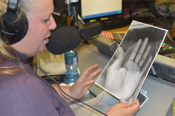 Chirologist Silvana Smith performing at Radio 2000 studio.
