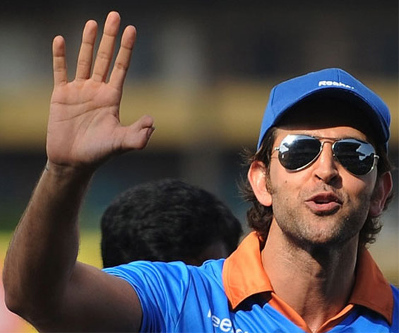 Hrithik Roshan waving hello featured with thumb.