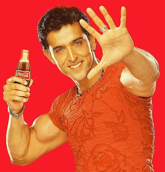 HRITHIK ROSHAN'S HANDS - About the double thumb of his right hand, now at Madame Tussauds! Hrithik-roshan-thumb-coca-cola