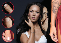 Megan Fox thumbs – TRIBUTE
