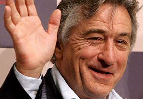Robert de Niro's right hand palm is featured with a Sydney line.