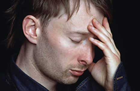 The left hand of Thom Yorke: short fingernails.